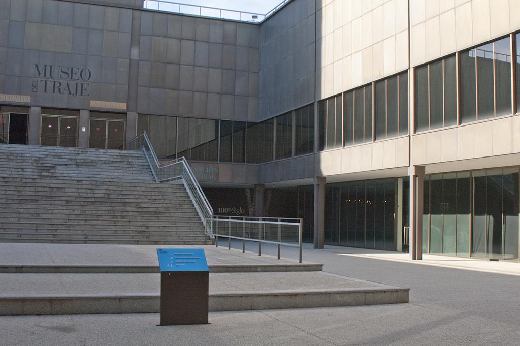Museo del Traje, Edificio principal