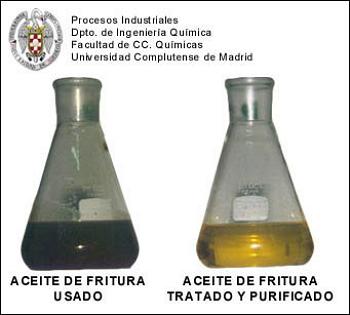 Aceite de fritura usado, antes y después de ser sometido al tratamiento y purificación aquí descritos.