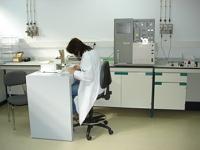 Análisis de muestras y purezas de compuestos.