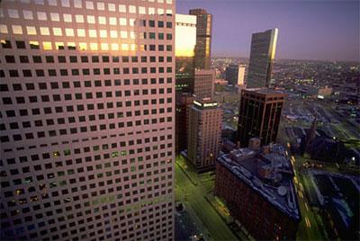 La sede social de grandes empresas adornan el paisaje urbano.