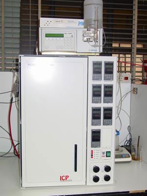 Reactor continuo en condiciones subcríticas con flujo descendente (TBR).