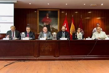 Los seis miembros de la mesa presidencial. / Alfredo Matilla.