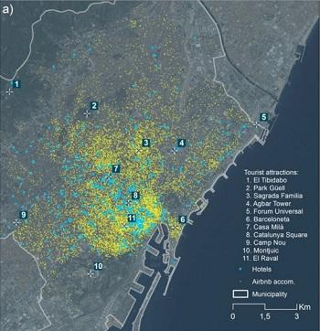 Localización de hoteles (azul) y apartamentos de Airbnb (amarillo) con respecto a puntos turísticos de Barcelona. / J. G. et al.