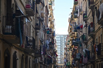 La Barceloneta, barrio barcelonés donde ha irrumpido Airbnb. / Aires Almeida.