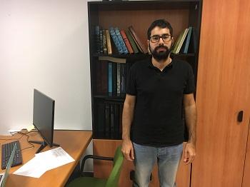Enrique Navarro en su despacho en Educación. / UCM.