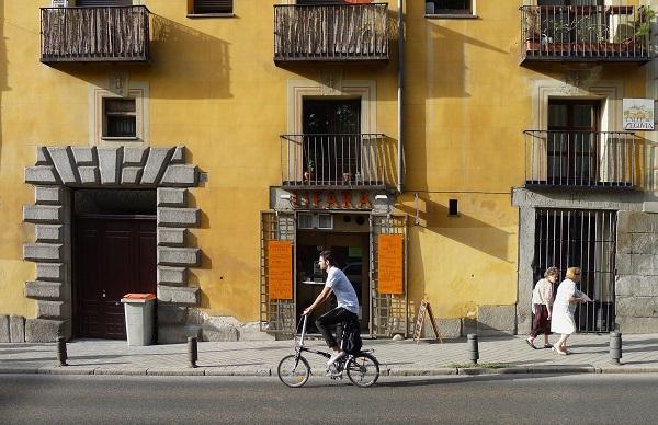 El número de viajes con bicicletas públicas supera los 8.000 diarios en Madrid  .  / Gustavo Romanillos.