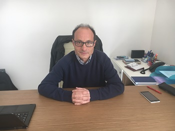 Valentín García Baonza en su despacho del IGEO en la UCM. / UCM.