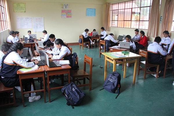 La hostilidad en el aula empuja al alumno a buscar reconocimiento en la red. / José Alva