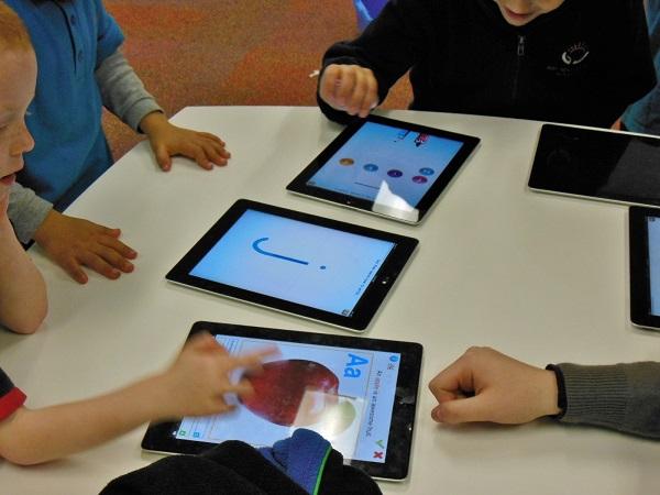 Desde la LOE, la competencia tecnológica tiene un lugar importante en educación. / Michael Coghlan.