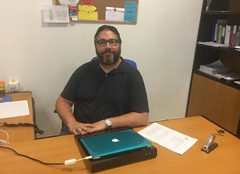 Francisco J. Fernández Cruz en su departamento en Educación.  / UCM.