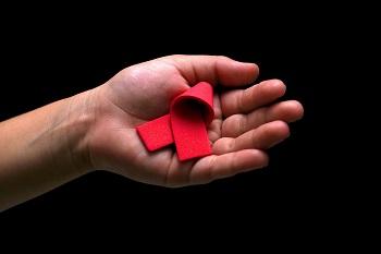 El lazo rojo es el símbolo de este día. / Andrew_stevens_h