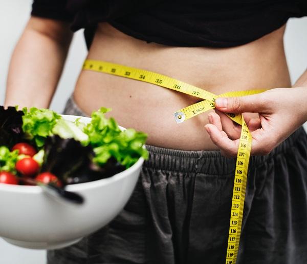 La obesidad abdominal está relacionada con riesgo cardiovascular. / rawpixel.com.