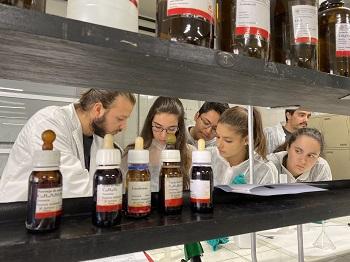 Actividad en el Laboratorio de Química General. / UCM.