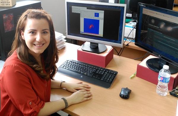 Cristina Catalán muestra imágenes de las galaxias muestreadas por CALIFA. / UCM.