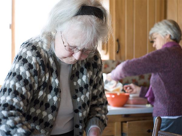 A los ancianos les cuesta seguir la dieta mediterránea. / Elstudio.