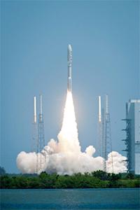 Lanzamiento de la sonda Juno a bordo de un cohete Atlas V. / NASA/Bill Ingalls.