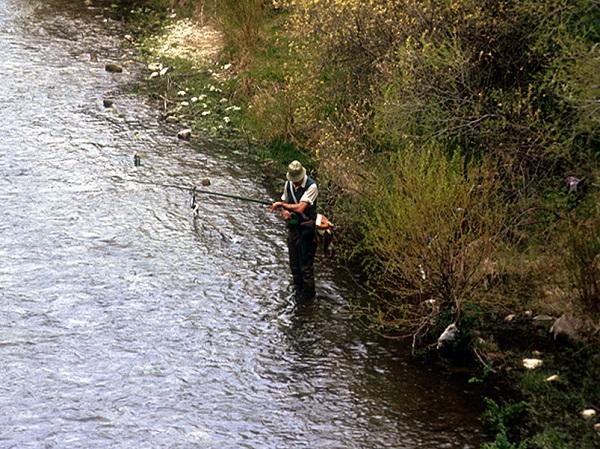 Un aficionado a la pesca recreativa. / B. Elvira.
