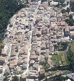 Vista aérea de Amatrice después del terremoto. / Corpo forestale dello Stato.