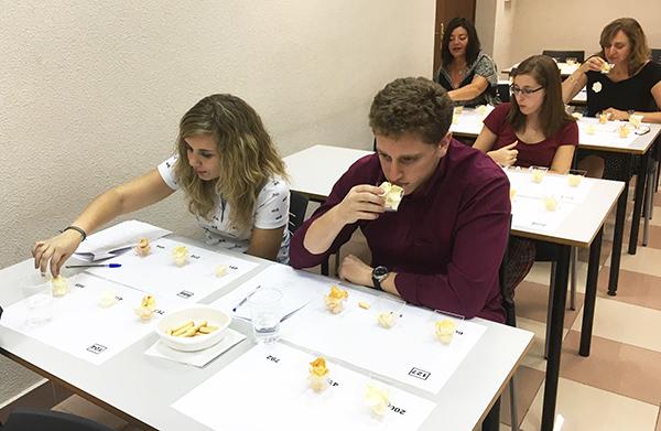 Cata de legumbres organizada por Alimnova, en la facultad de Farmacia.  / UCM.