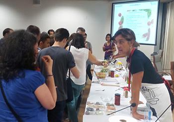 Degustación de los platos preparados en el show cooking de Innovadieta. / UCM.