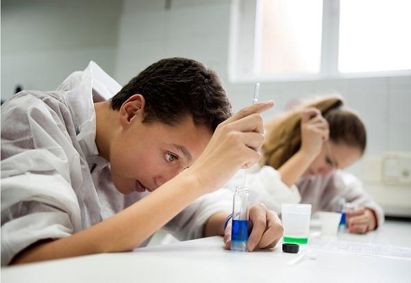 Los más jóvenes también se suman a la fiesta de la ciencia en la UCM. / UCM.