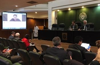 Manuel Moreno, desde Skype y Daniel Carvajal en la UCM. / UCM