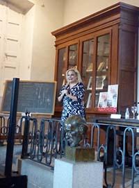 La profesora Sánchez Ramos, en un momento de la presentación. / UCM.