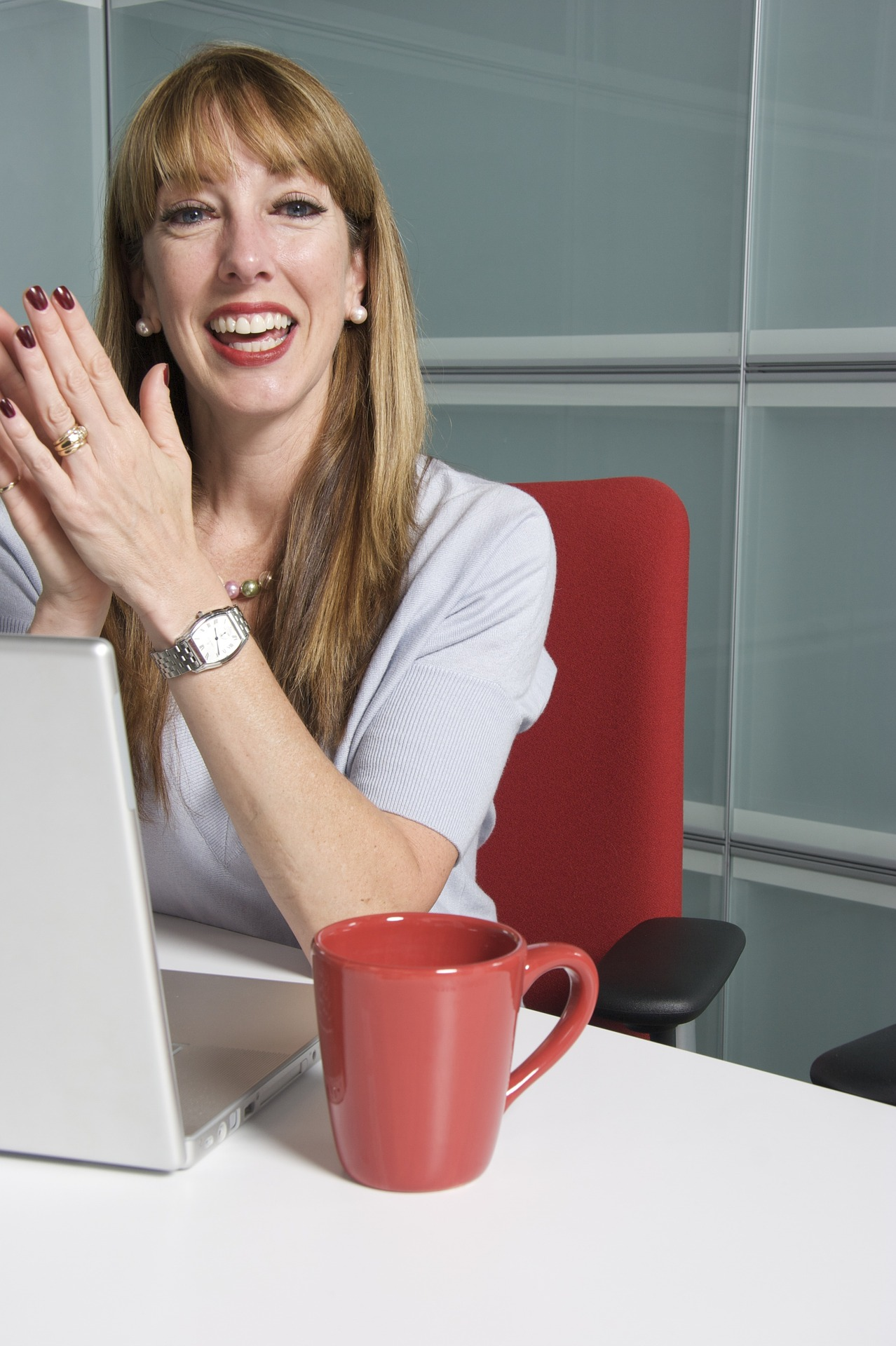 foto de chica en oficina