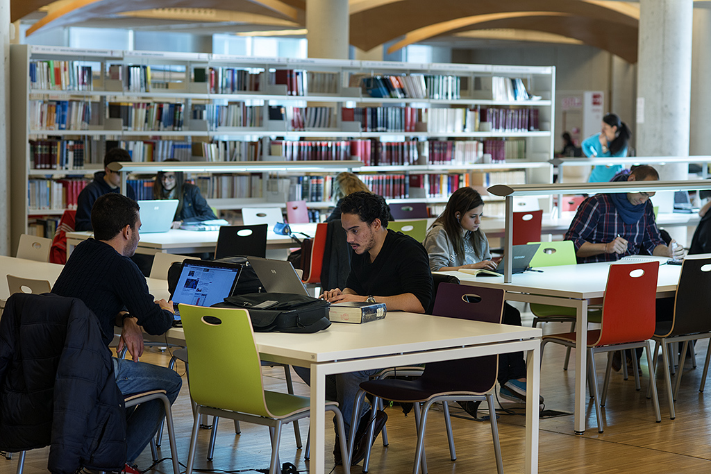 The Complutense Library offers 11.000 seats for reading in 26 libraries in addition to the Historical Centre Library