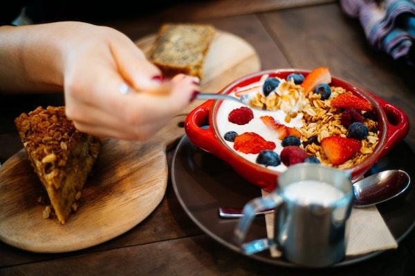 Existen numerosas opciones de snacks con aporte nutricional interesante. / Flo Dahm.