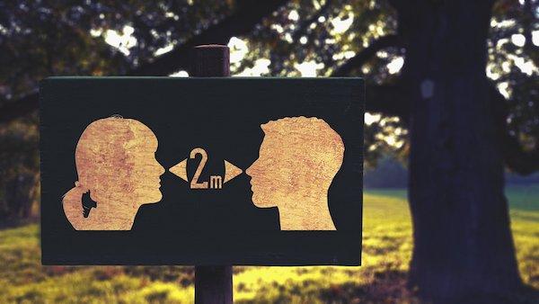 La distancia interpersonal si no se dispone de mascarilla debe ser de dos metros. / Gerd Altmann.
