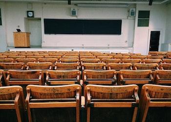 Septiembre volverá con aulas sobre el 50%, según previsiones. / Pixabay.
