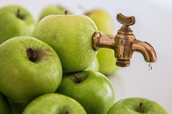 Hasta el 30% de la manzana puede ser desechado en la producción de zumon. / Steve Buissine.