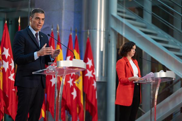 Pedro Sánchez e Isabel Díaz Ayuso tras la reunión el pasado 21 de septiembre en la sede de la Comunidad de Madrid. / Pool Moncloa/Borja Puig de la Bellacasa.