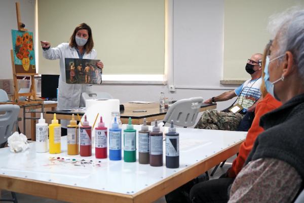 Actividad de colores en la Facultad de Bellas Artes. / María Marín.