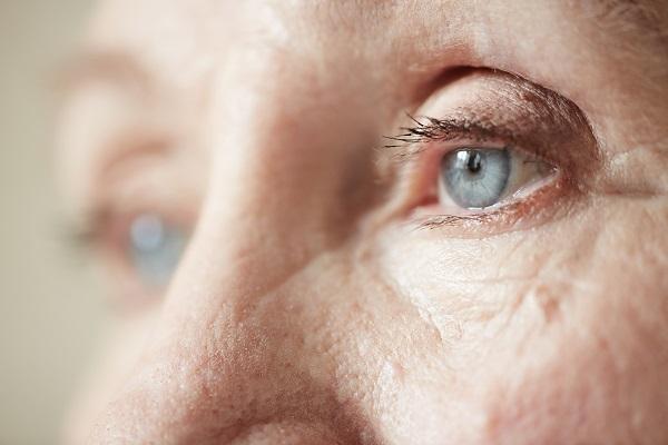 Algunas capas de la retina se arrugan en estadios tempranos de la enfermedad. / Shutterstock.