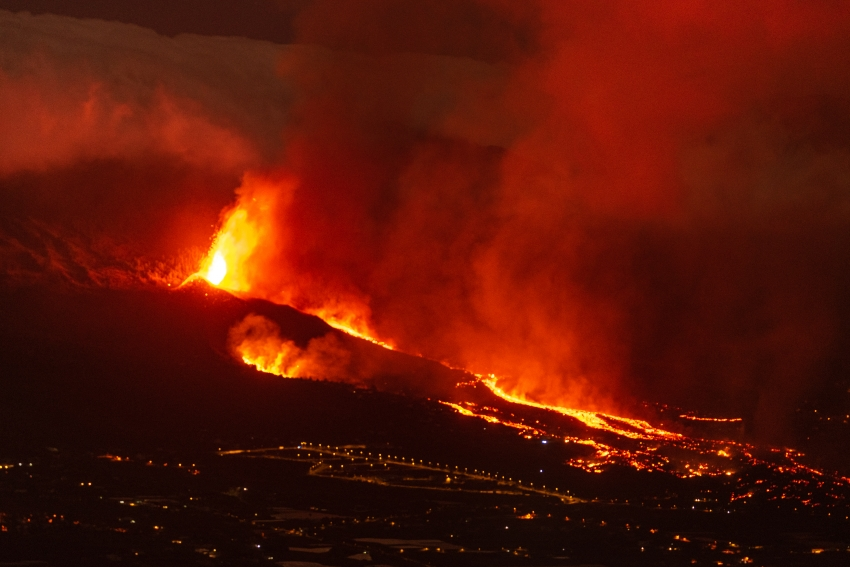 Volcán en plena erupción en La Palma. / Eduardo Robaina