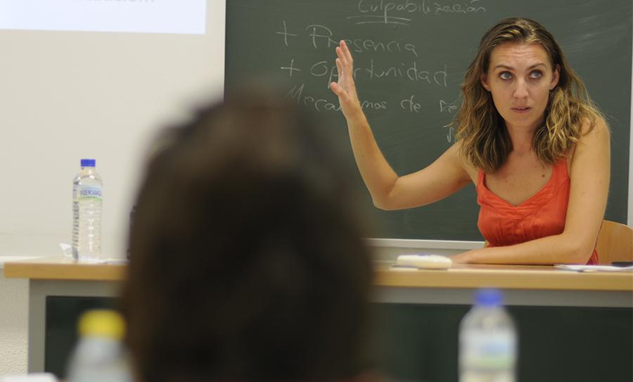 El profesorado asociado podrá  renovar su contrato para el curso  2021-2022, sin necesidad de  acreditar otra actividad profesional